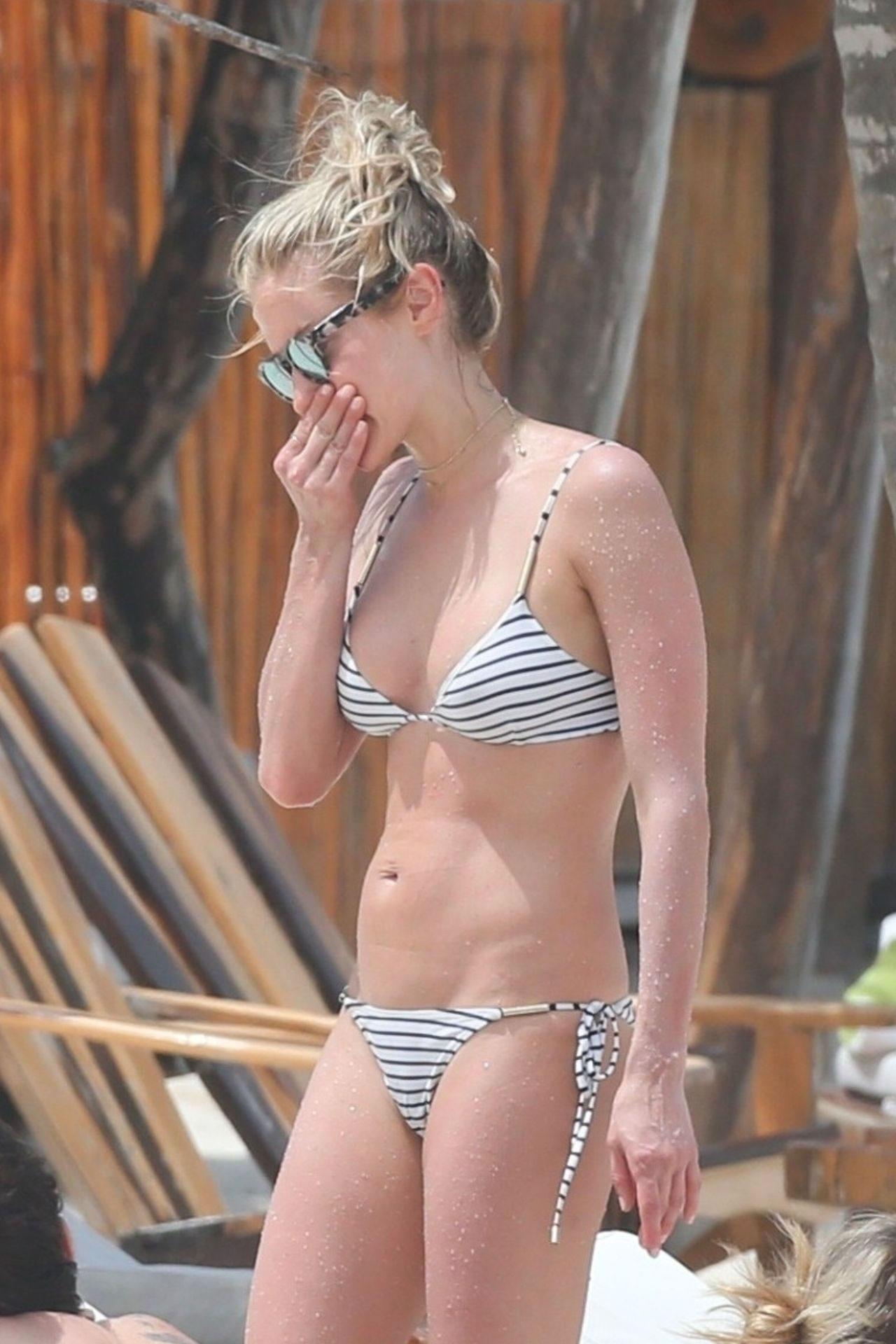 Kristin Cavallari's Striped Bikini Photos - Barnorama