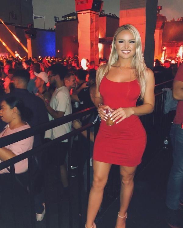 31 Sexy Girls With Hot Dresses - Barnorama