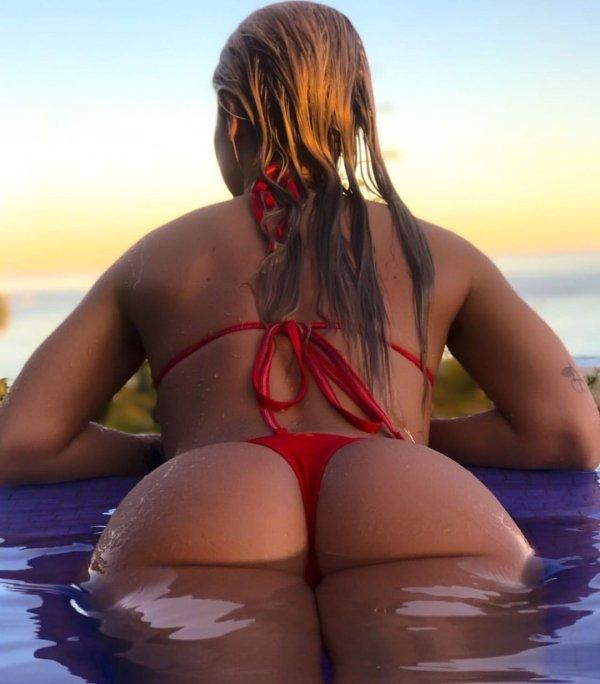girls tiny Sexy bikinis in