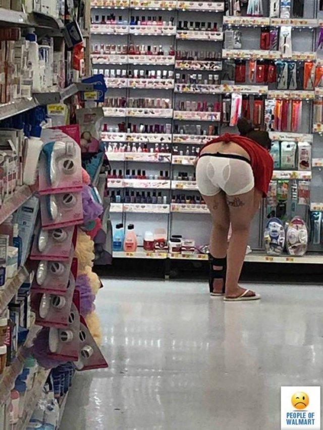 Bada_42 Weird People You Can Meet At Walmart - Barnorama