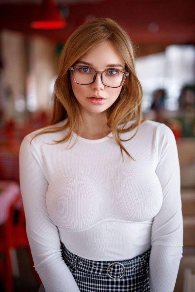 53 Sexy Girls In Glasses - Barnorama