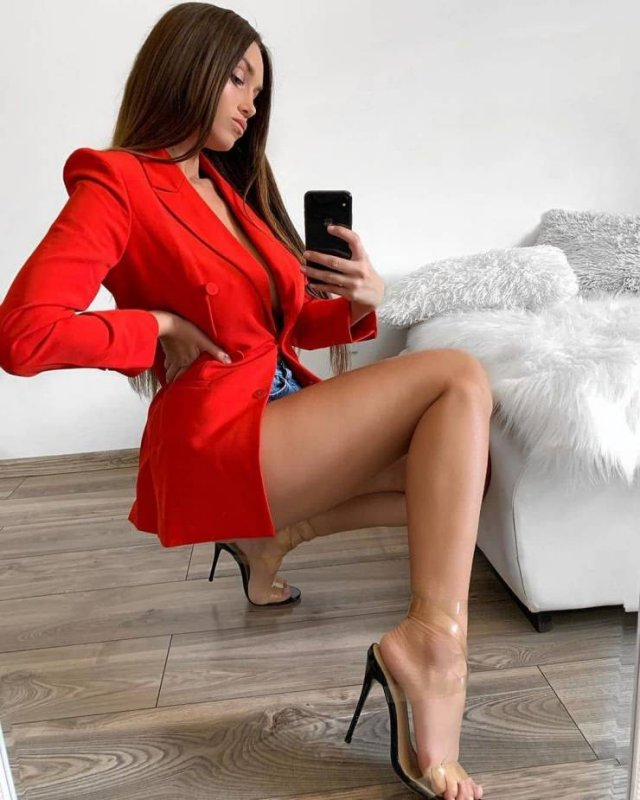 52 Sexy Girls With Long Legs - Barnorama