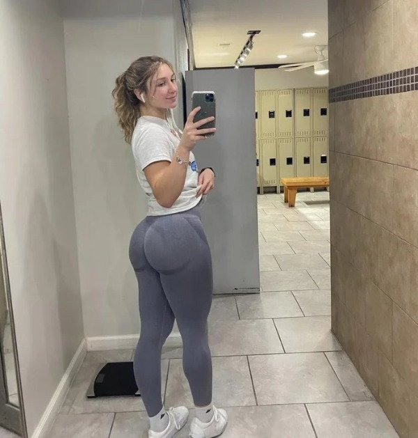 Yoga Pants Are the Ruler of all the Pants - Barnorama